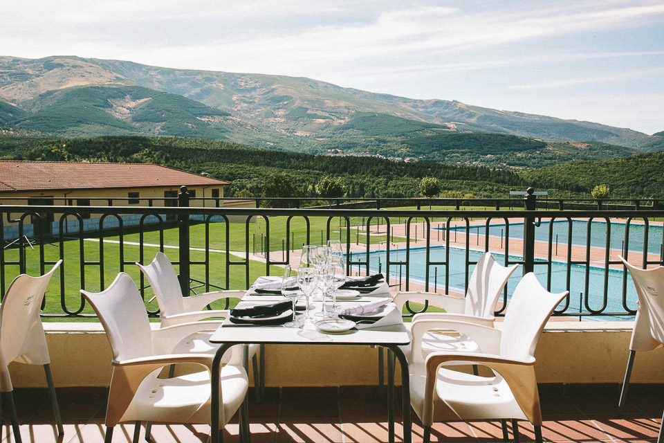 La terraza de La Cerrallana con vistas a la Sierra de Béjar